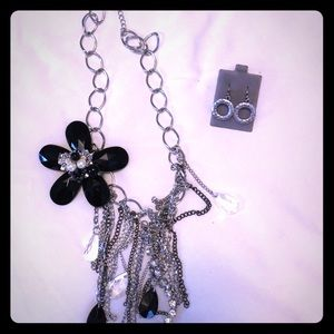 Necklace set NWT STORE CLISING‼️🎉🎈 8/1 bundle